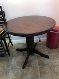 round brown wooden pedestal table Oakland Park, 33334