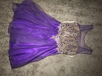 Purple and gold floral sleeveless dress, used one night almost new. size US2 Revere, 02151