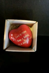 BRAND NEW heart paperweight  Woodbridge, 22192