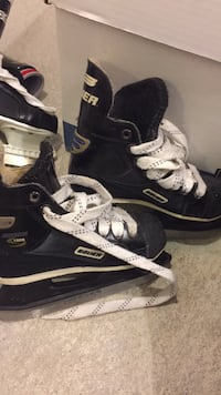 Bauer skates I believe they are size 12 as I measured them next to another size 12 pair. Montréal, H8Z