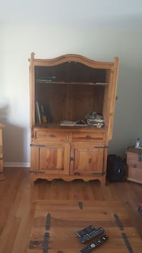 brown wooden TV hutch Salaberry-de-Valleyfield, J6S 3M3