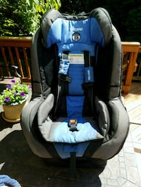baby's black and gray car seat Sterling, 20165