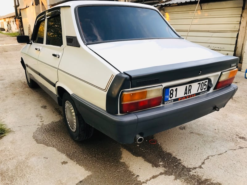 1998 Renault 12 efc7778f-6bcd-4626-86be-bfd7ba6def0a