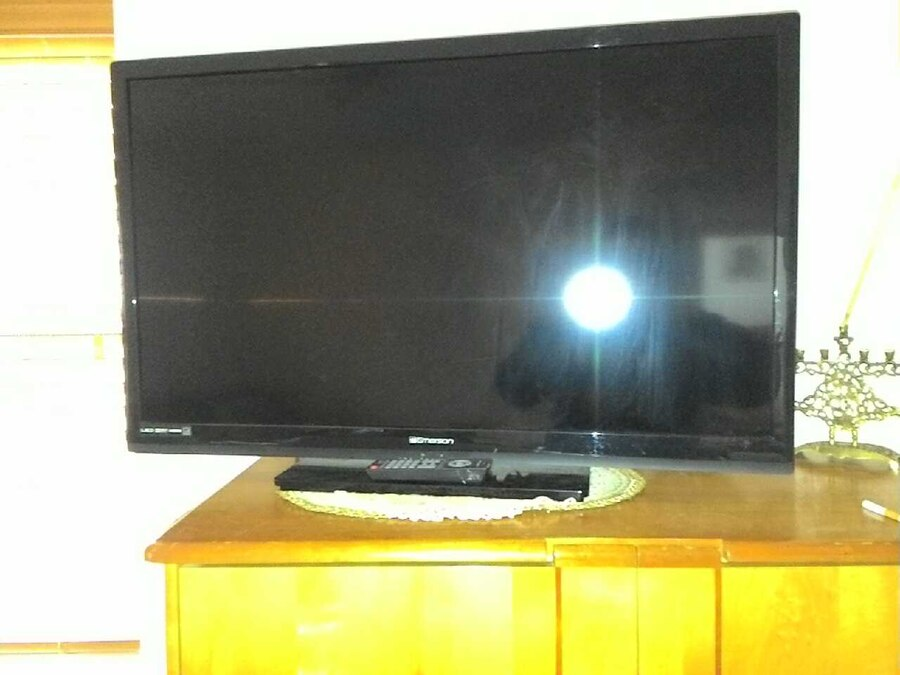 used emerson led flat screen tv 39 inch perfect cond in sharon. Black Bedroom Furniture Sets. Home Design Ideas
