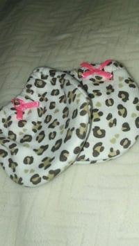 Leopard print baby mitts  Palm Springs, 92262