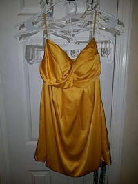 Yellow Forever 21 top. Baltimore, 21225