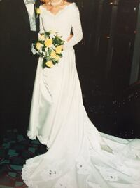 Wedding dress with detachable train Hagerstown, 21742