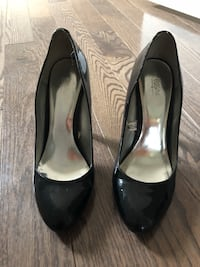 pair of black leather heeled shoes King, L7B 0M6