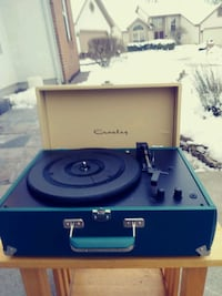 New portable turntable built-in speakers Westerville, 43082