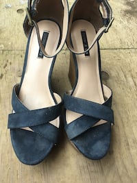 Pair of black open-toe ankle strap wedge sandals Hilo, 96727
