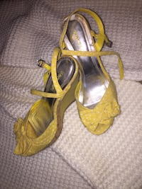 Yellow polka dot heels size 5.5 Burlington, L7L 7G2