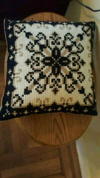 Beautiful Vintage 1970s Hand Knit Pillow  New York