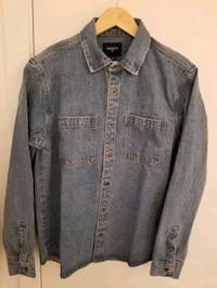 Forever 21 Men's denim shirt in size small  Montréal, H4N 0B3