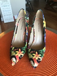Floral heels (size 6)  46 km