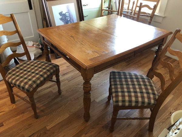Ashley Furniture Oak Dining Table With Leaf And 6 Chairs Usado En