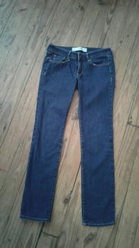 Abercrombie  sz 26 look lighter in picture