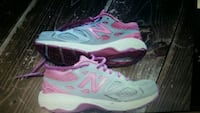 NEW BALANCE GIRLS KIDS  SIZE 2.5 SNEAKERS  Brownville, 04414