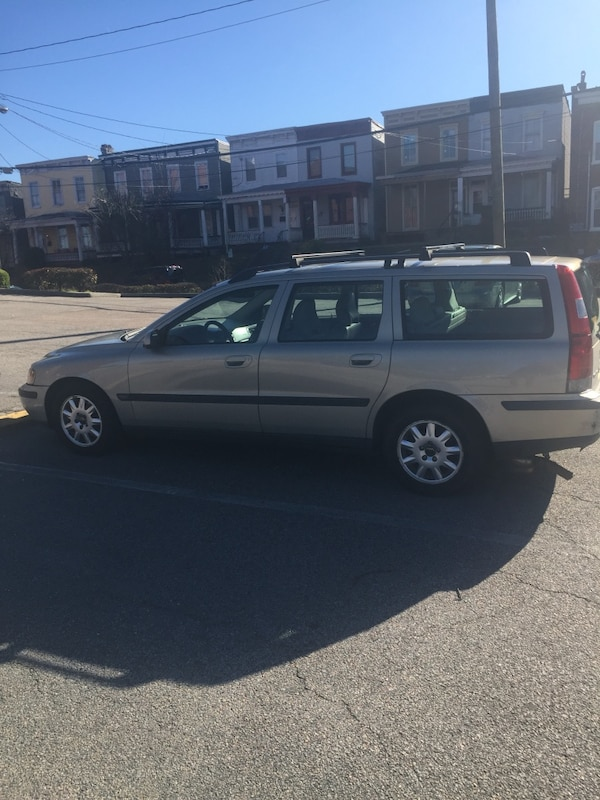 Volvo - V70 - 2002  (Taking Offers) 581bf1ee-732a-46b4-a832-8531337552a7