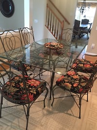 round glass top table with four chairs Centreville, 20120