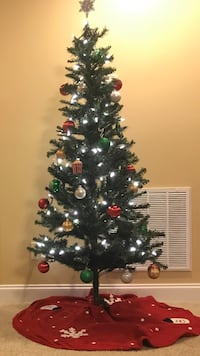 6 foot Christmas tree (selling without lights)