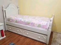 TWIN BED /TRUNDLE - off white wood  Las Vegas, 89123