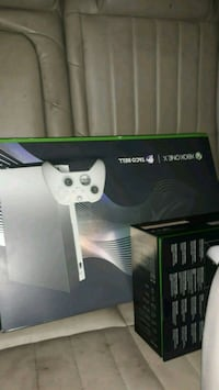 Xbox one x toco bell limited edition  Flint, 48503