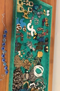 Costume jewellery, necklaces, bracelets, and pierced earrings! Surrey, V3R 1J6