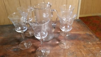 PITCHER AND CRYSTAL STEMWARE