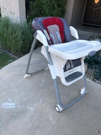 baby's white and pink high chair 2292 mi