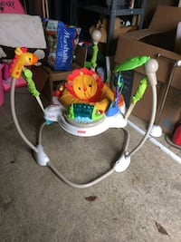 baby's white and green jumperoo Woodlawn, 20737