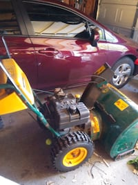 9.5 horse Yard works snowblower in pretty good condition works well