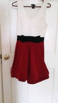 Red and White Holiday Dress size Medium Neenah, 54956