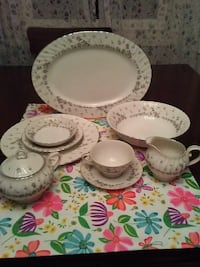 white-and-gray floral ceramic dinnerware set Martinsburg, 25403