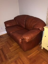 Brown leather 2-seat sofa Arlington, 22209