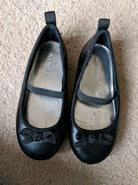 Size 8 toddlers dress shoes.   Mississauga, L5N 2T3