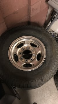 "16"" ford f-250 roma with 265/75/16 tires. tires still have some life left in them these will fit a 99-04"