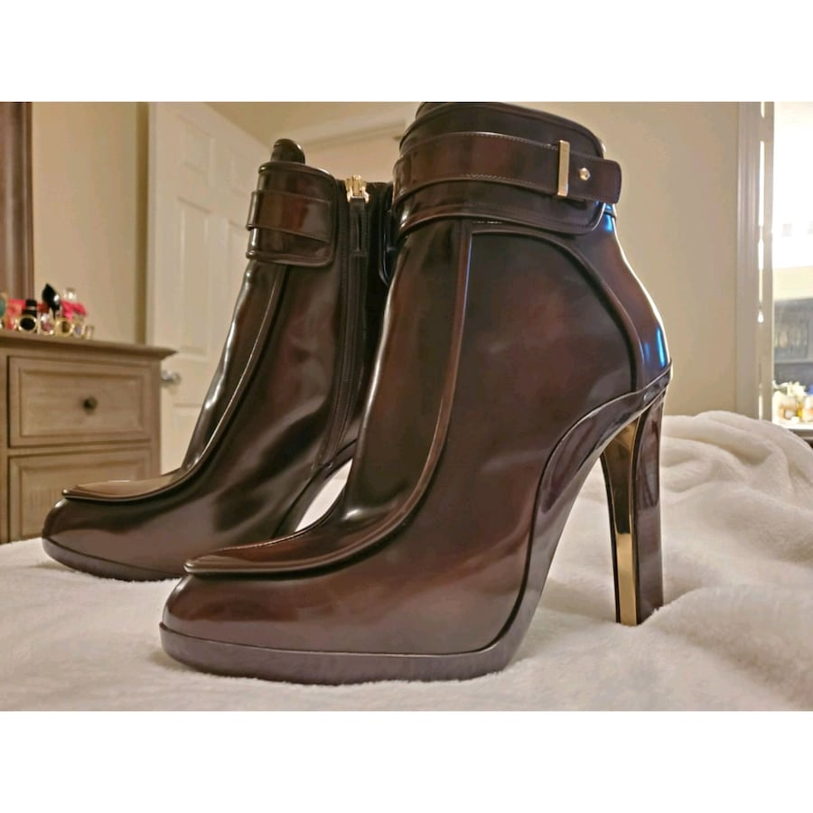 Brown Ferragamo booties, only worn once! Perfect holiday gift ❤