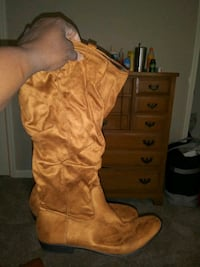 Women's winter boots ***price negotiable***