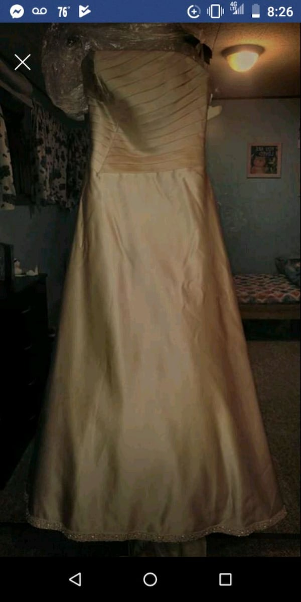 Wedding dress c98e5746-e1d3-45c2-9477-a6639e8f2eaf