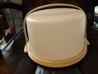 """Tupperware 6"""" Vintage Tan Cake Keeper with Handle. GREAT Shape. Orchard Hills"""
