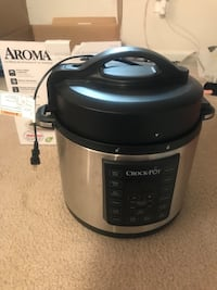black and gray Aroma slow cooker Westbury, 11590