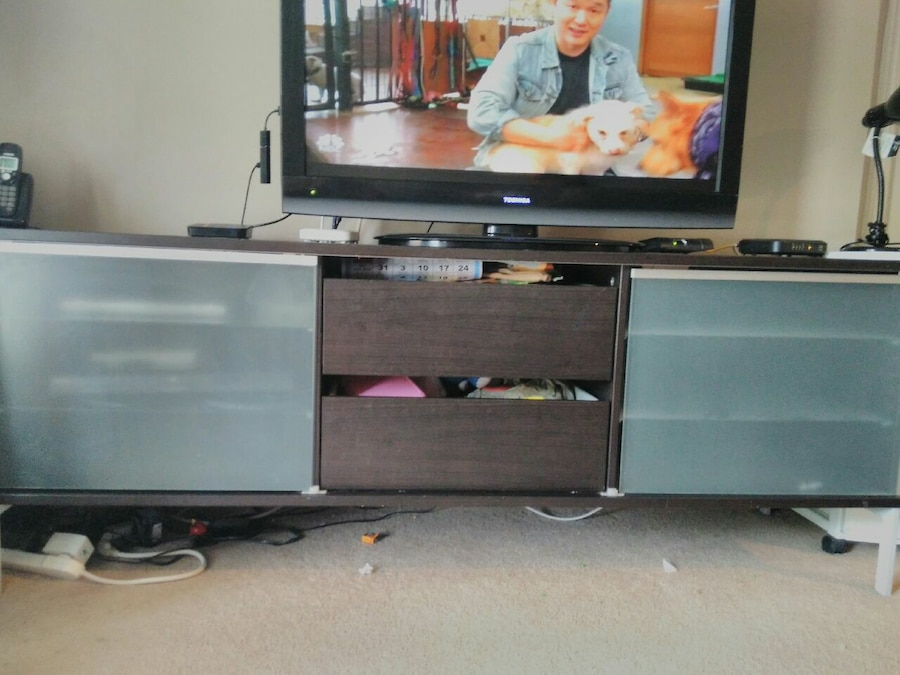 Good Tv stand  - Ontario