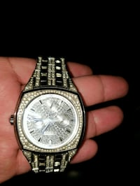 round silver-colored chronograph watch with link b El Centro, 92243
