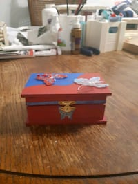 Butterfly Jewelry box  London, N6H 1T4