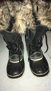 pair of black leather fur-lined lace-up duck boots