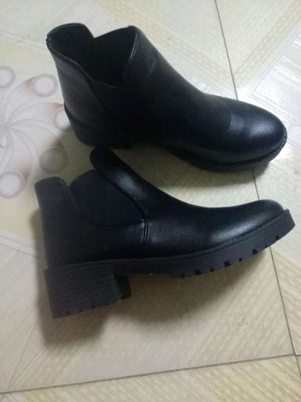 Shoes size 39 4550a293-8142-42aa-9307-d167127ed6ca