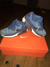 pair of blue Nike Air Max shoes with box Chelmsford, 01824