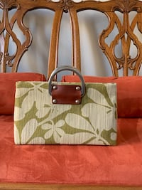 Small crossbody green fabric design purse. Aldie, 20105