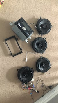 4 car speakers and media system Kitchener, N2E 4A7
