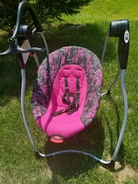 baby's pink and black swing chair Reading, 19606